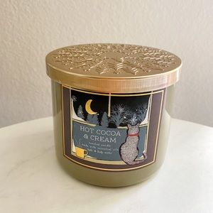 Bath and body works hot cocoa & cream candle